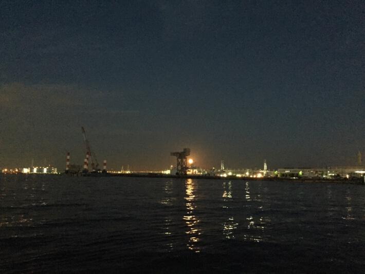 横浜港の夜