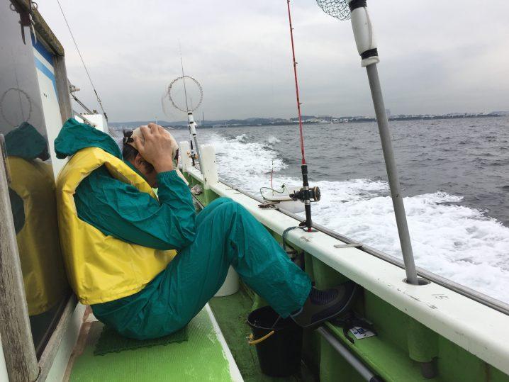 船釣り頭を抱える人