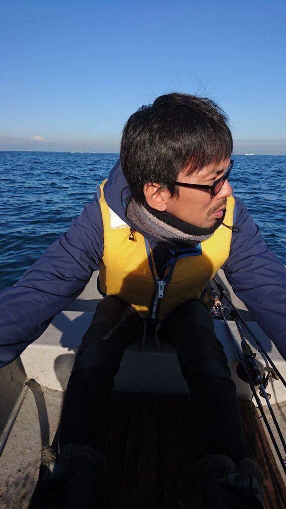 ボートをこぐ平田剛士