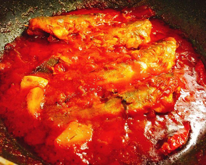 セイゴのトマト煮