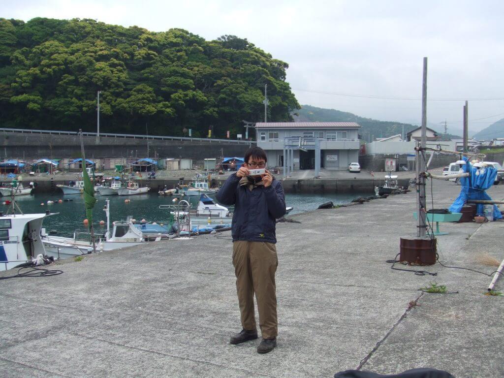 布漁港で野宿した後