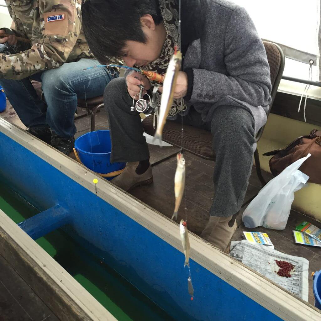 山名湖ドーム船でワカサギ釣り