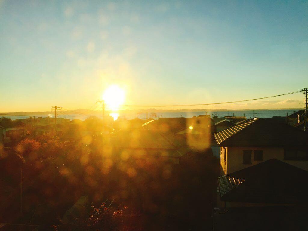 三浦海岸に登る太陽