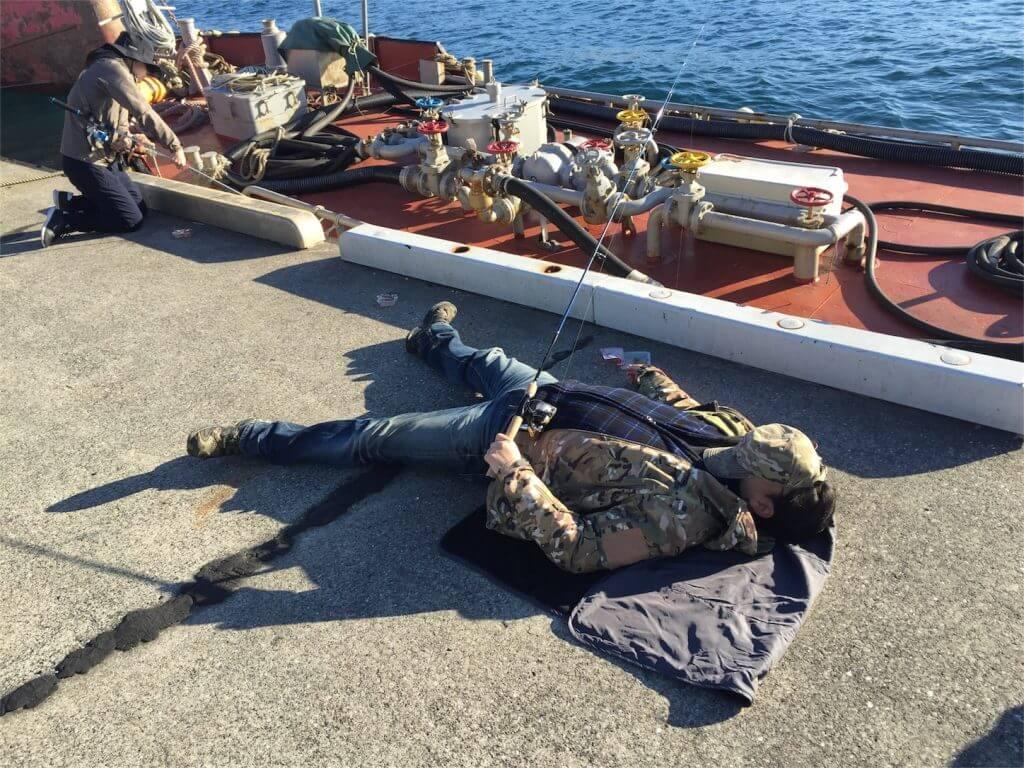 三崎港花暮岸壁 釣り 俺たちの釣り公式戦 コムコム寝釣り