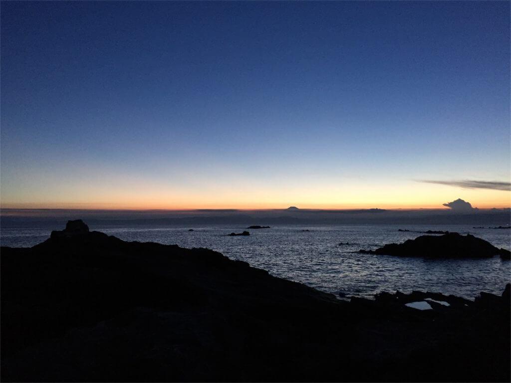 三浦半島 磯 釣り 夕日 富士山