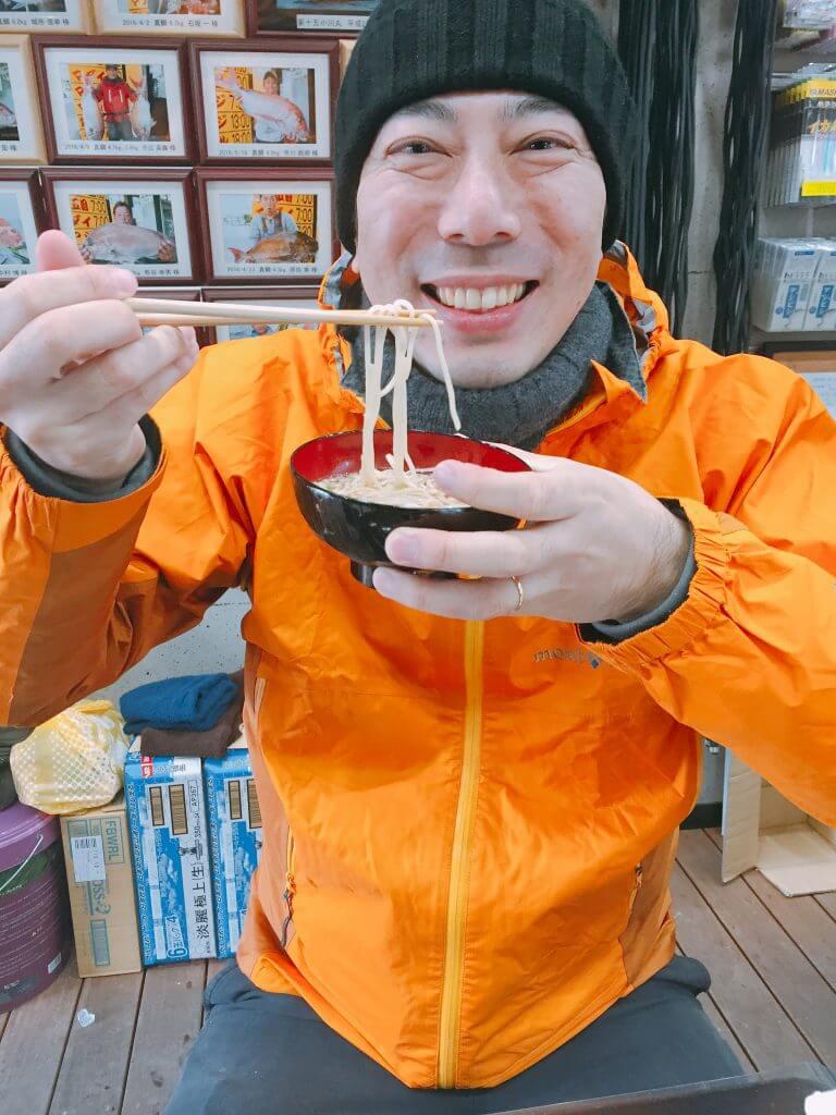 ソーメンを食べて喜ぶ良太郎