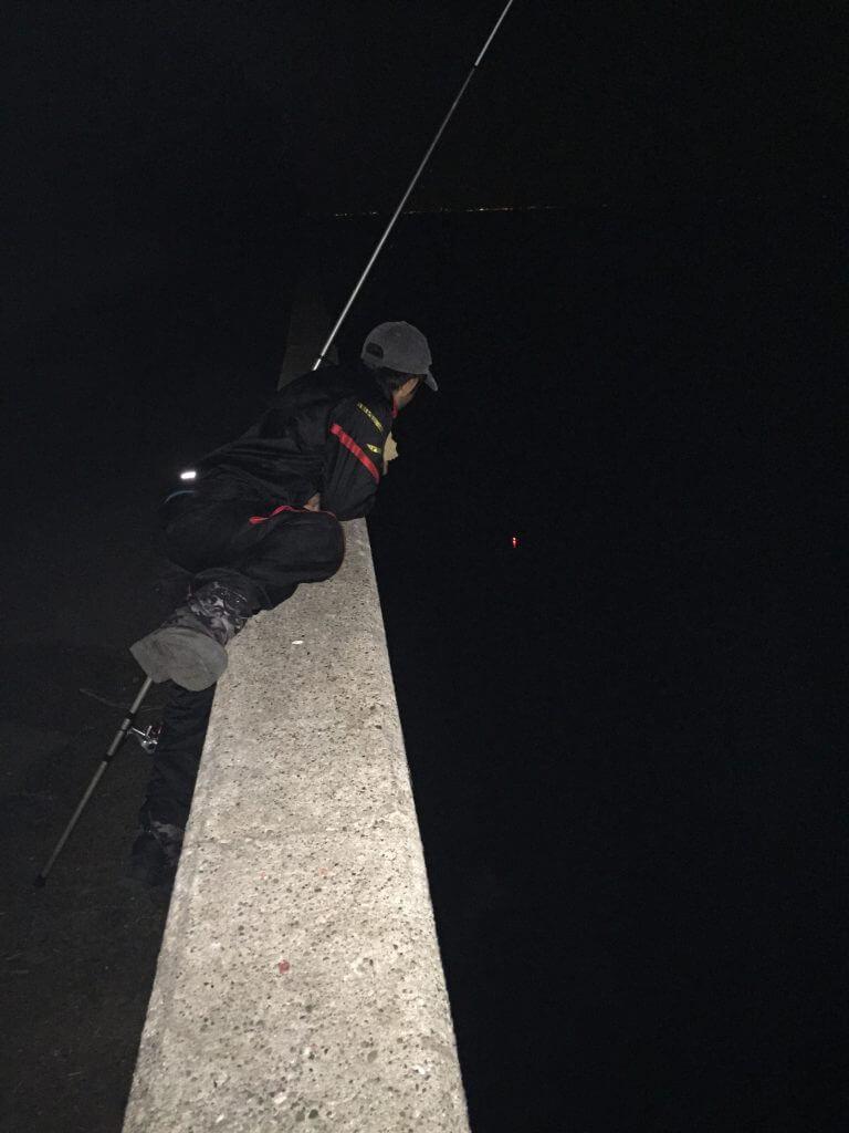 くまさんに電気ウキの釣りを伝授する