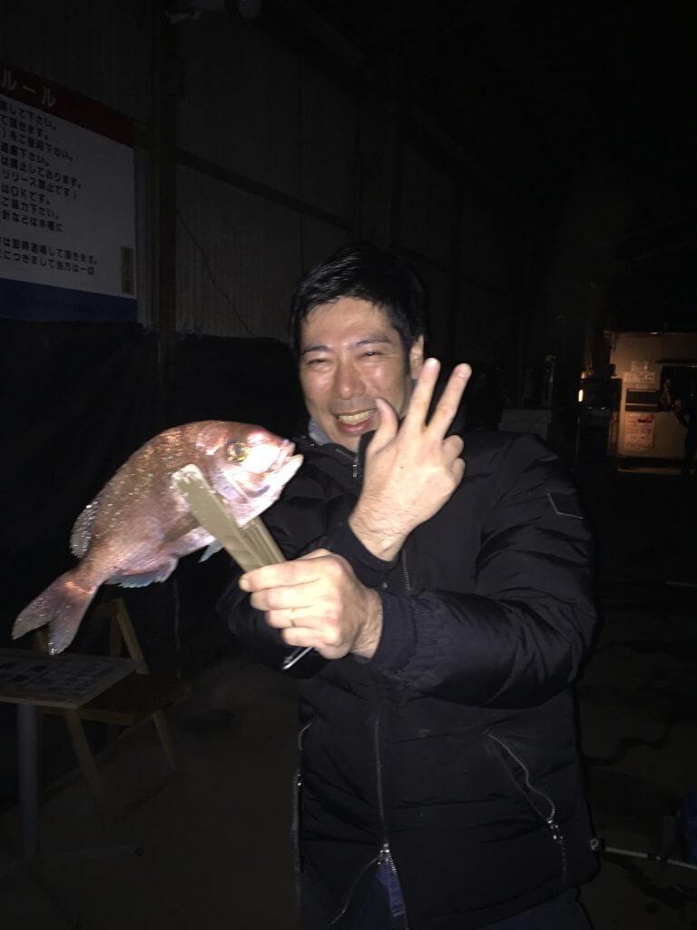 志村良太郎、真鯛を釣る