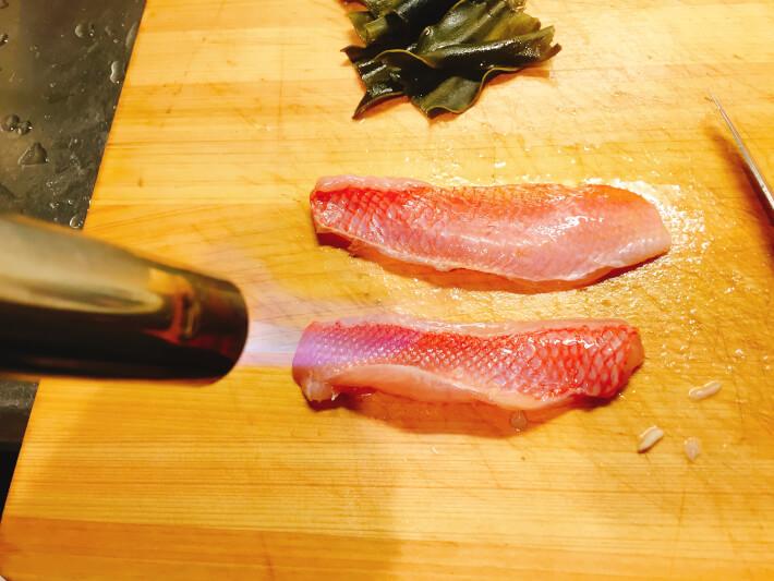 釣り料理 シキシマハナダイをバーナーで焼く