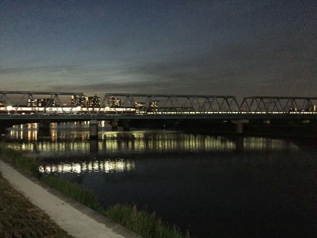 多摩川の夕闇