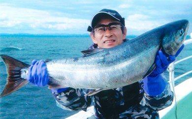 北海道といえば、秋鮭!イカ!の船釣り体験