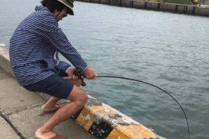 大磯港で釣り 便所サンダル