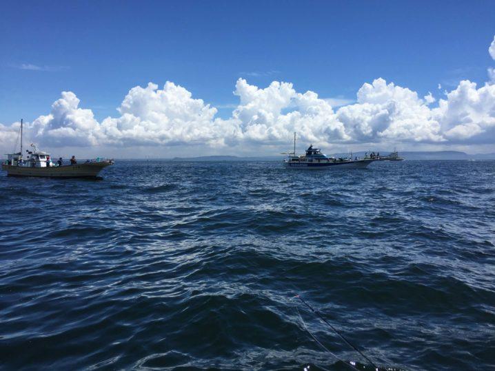 海と雲と船
