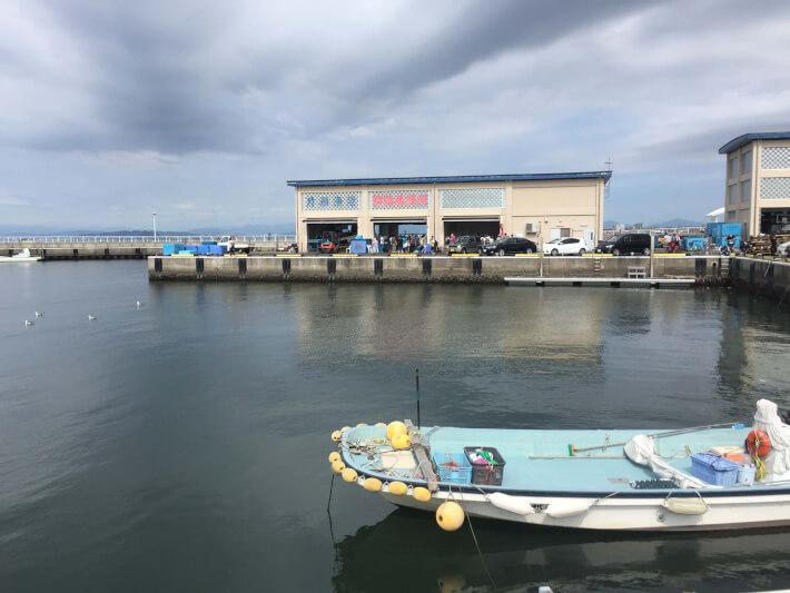 片瀬漁港直売所