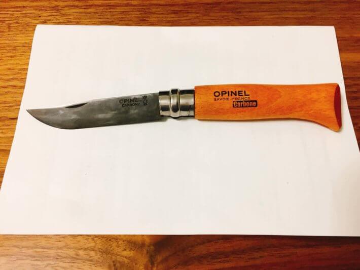 黒錆加工したオピネルの炭素鋼ナイフ
