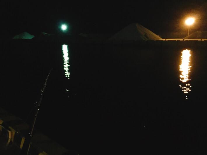 夜の大磯港