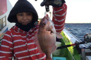 真鯛を釣った工藤麻里さん