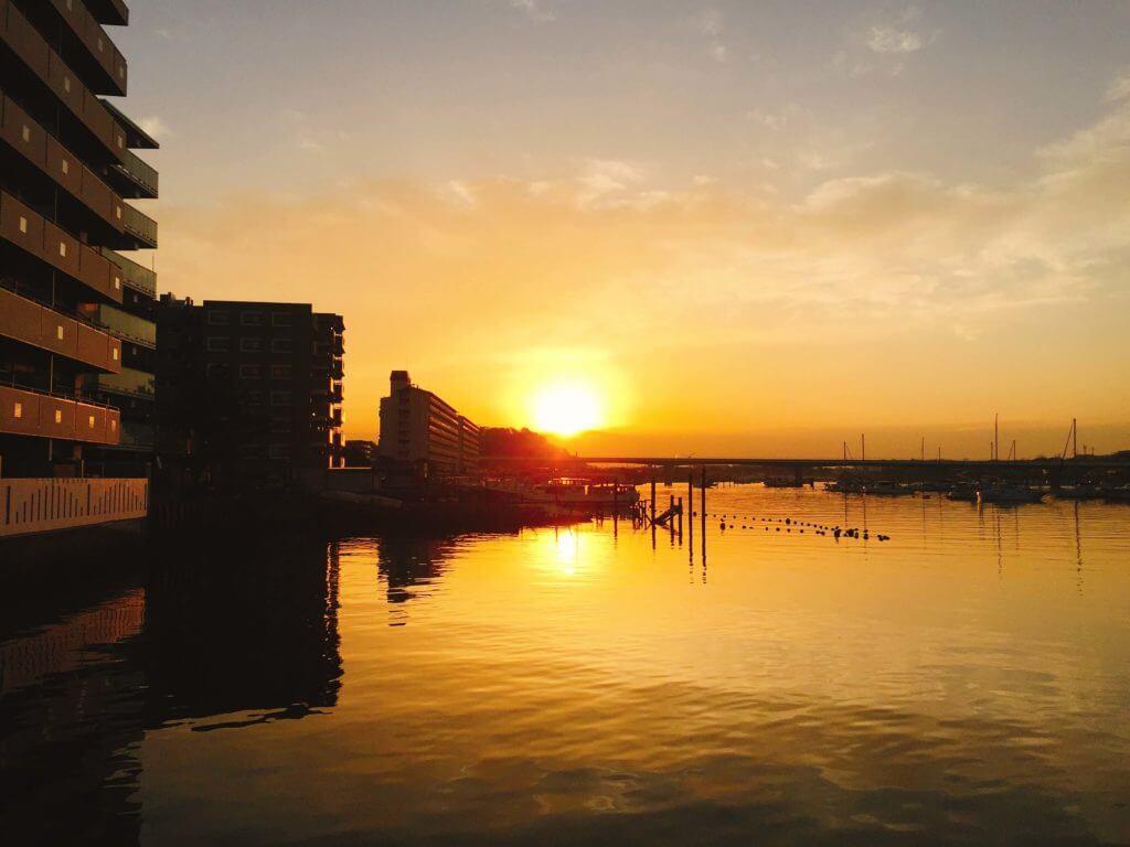 平潟湾に上る朝日
