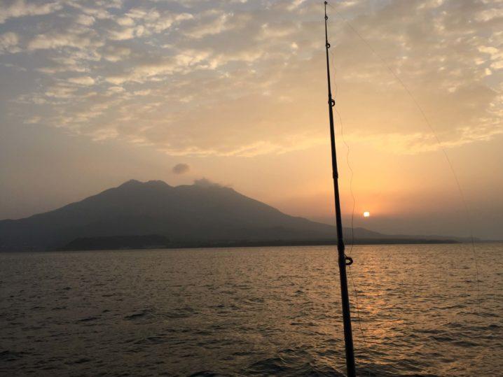 桜島と錦江湾と釣り竿