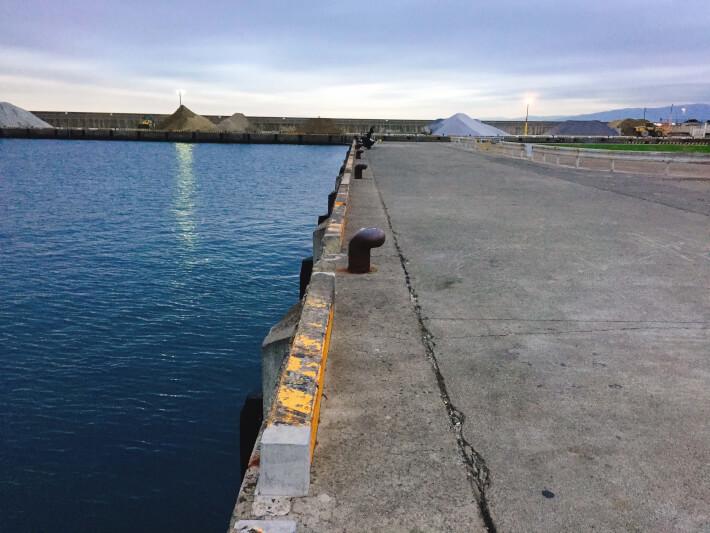 大磯港の岸壁