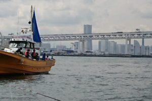 釣り船から別の釣り船をみる