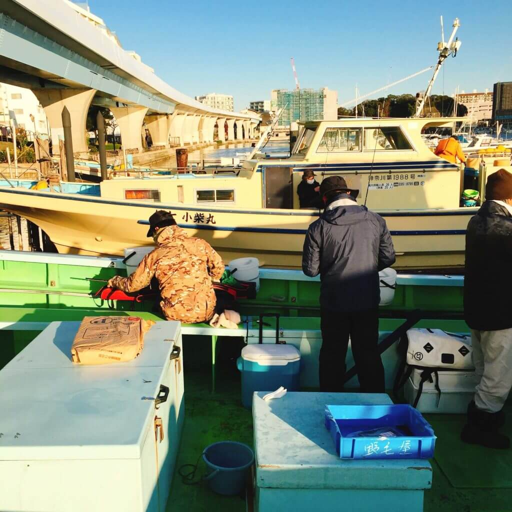 釣り船の中