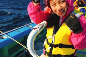 ORETSURI TABICAの船釣り サバを釣った女の子