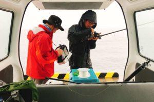 雨の伊豆大島で釣り準備
