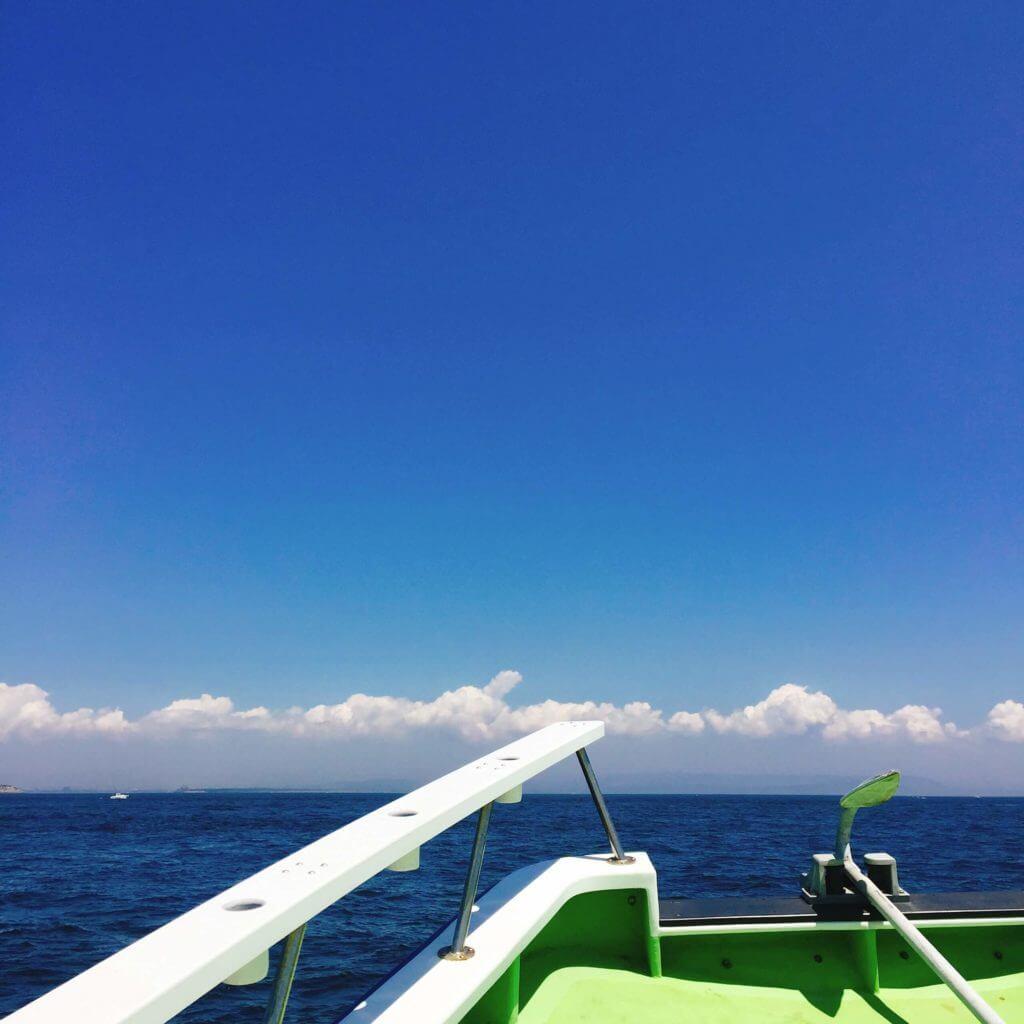 夏の釣り船の景色