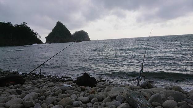 ゴロタ浜で釣り