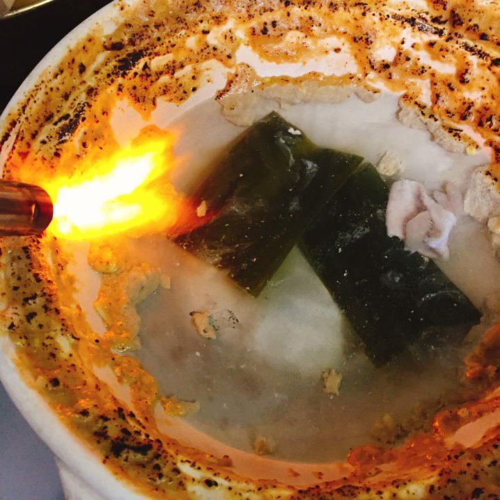 カワハギの肝味噌を焦がす