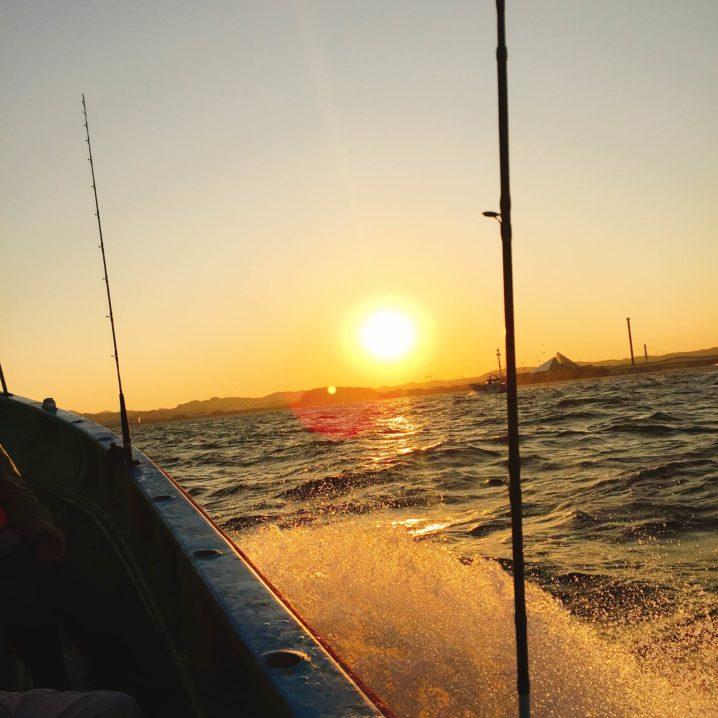 金沢八景沖の釣り船