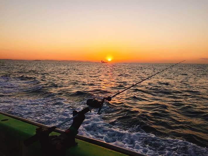 平塚沖で船釣りの夜明け