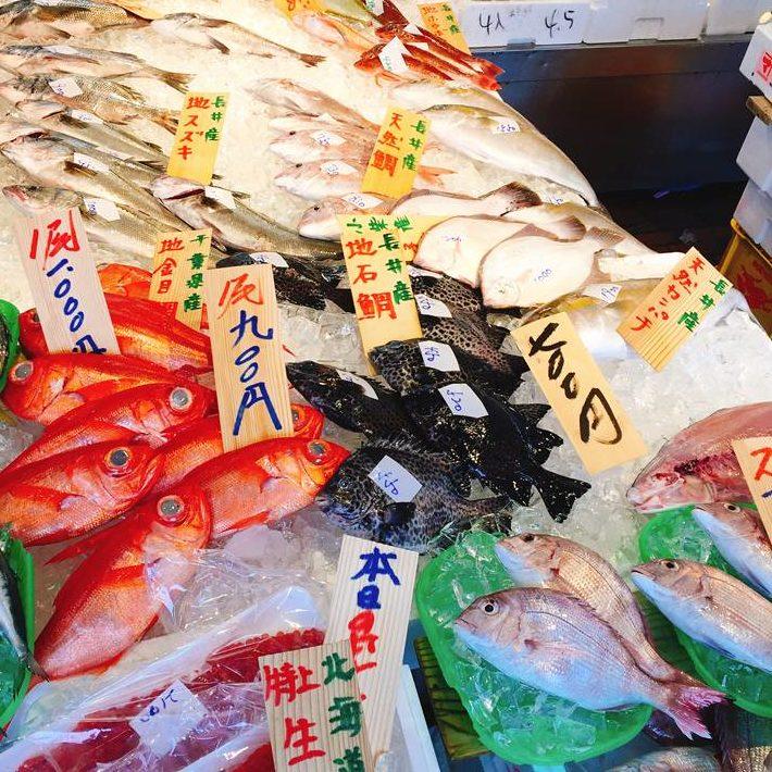 魚屋の店頭