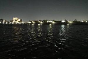 夜の都市河川