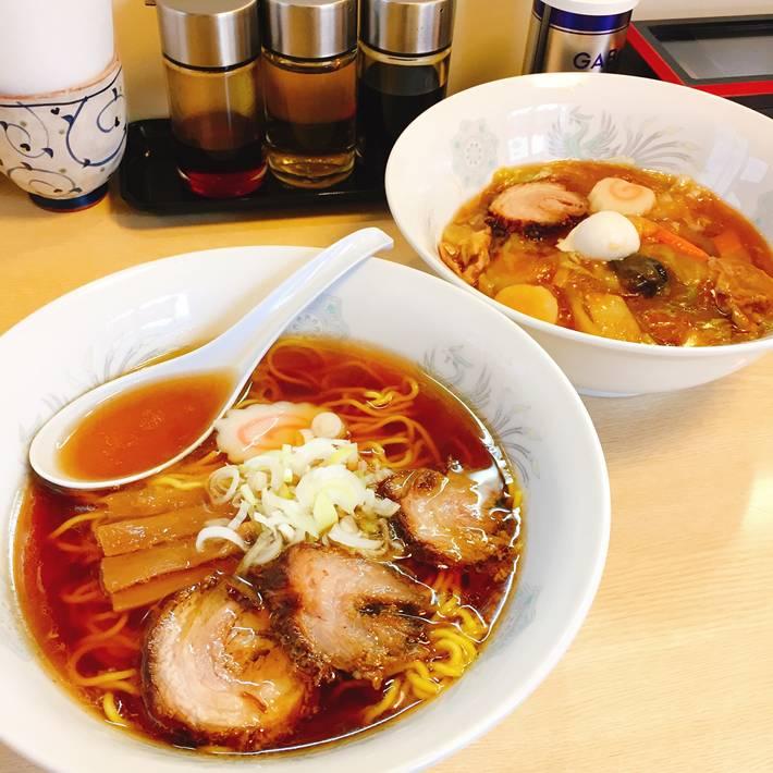 松栄楼のラーメンと中華丼