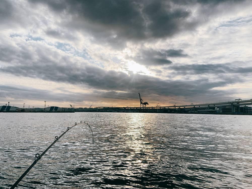 ベイブリッジ付近でアジ釣り