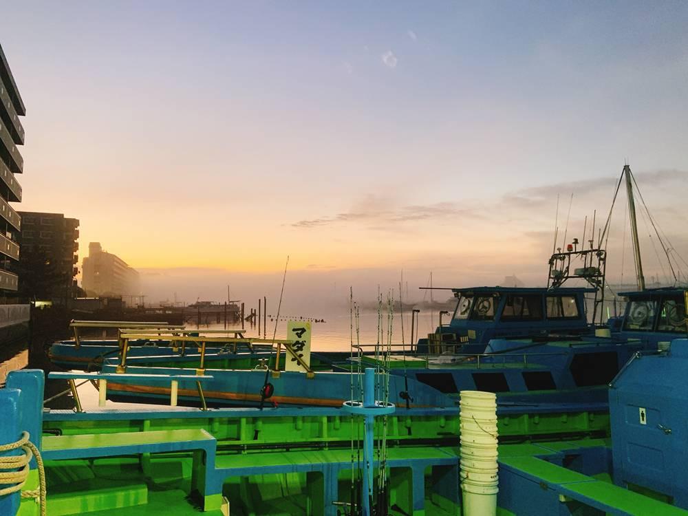 一之瀬丸の桟橋からみた日の出
