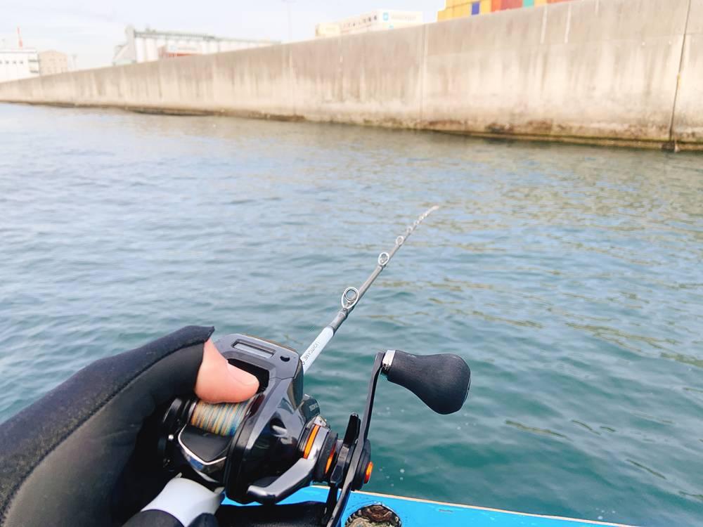 南本牧の岸壁で船釣り