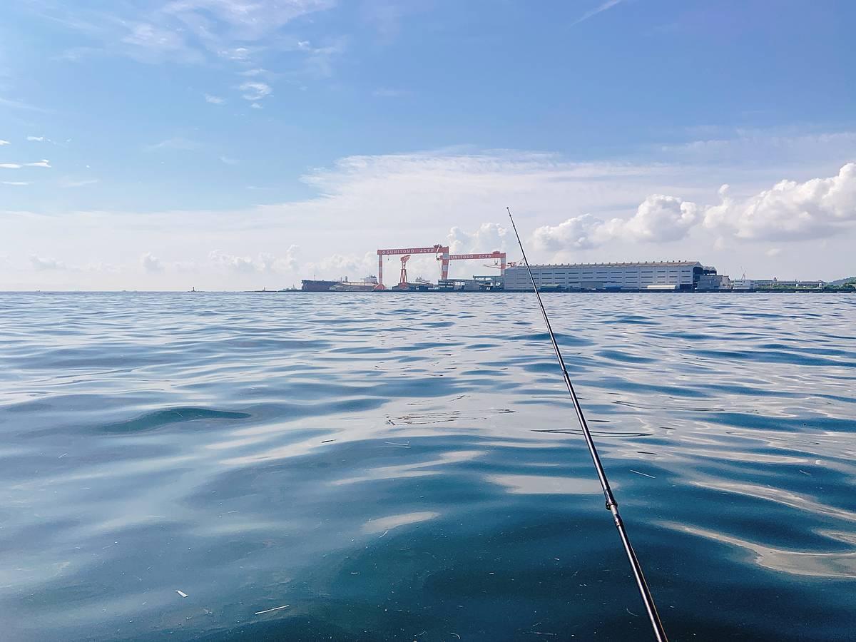 手漕ぎボート釣り風景 八景島沖