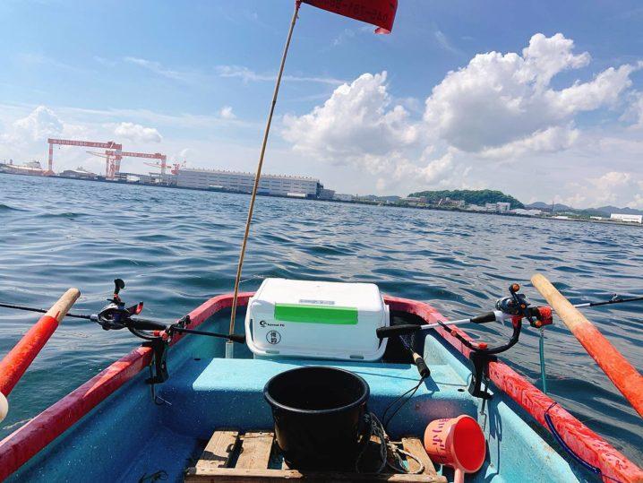 手漕ぎボート釣り風景
