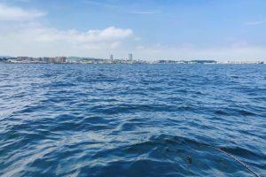 大津沖の手漕ぎボート釣り風景