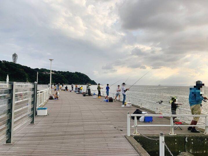 片瀬漁港 西防波堤(白灯堤防)の釣り場